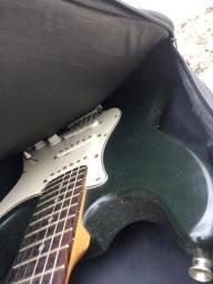 Vendo guitarra e ainda vai com uma pedaleira