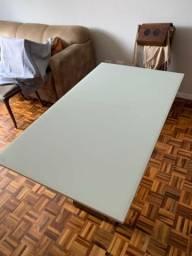 Mesa de jantar verniz, cor base castanho, vidro temperado. Marca: Jacauna