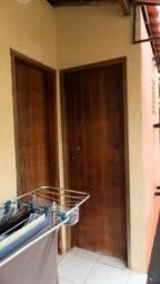 Casa de 1º Andar - 4 Quartos - 1 Suíte Master - Jardim - Varanda - Garagem