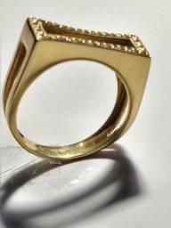 Anel em ouro 18 kialtes com pedras de brilhantes 5 Gramas /To´p 5 x 18 mm