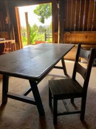 Mesa e 12 cadeiras