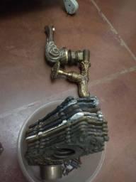Torneiras e espelhos de tomada feitos de bronze