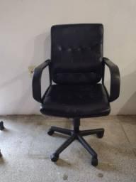 Título do anúncio: Cadeira de escritório do tipo secretária com regulagem de ajustes