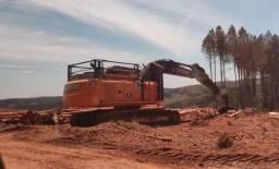 Escavadeira Jonh Deere 210G/LC c/ garra florestal ano 2016/ 18.000 hora