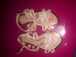 Título do anúncio: Sapatinhos de menina usado bem conservado