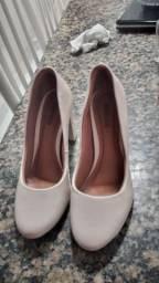 Título do anúncio: Sandálias semi novas