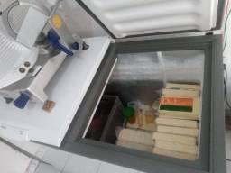 Título do anúncio: Vendo três freezer, 2 horizontal e ua vertical.