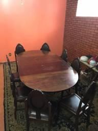 Mesa antiga com 8 cadeiras