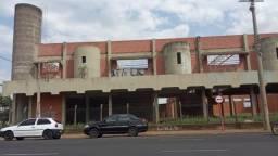 Vendo área nobre comercial com prédio em contrução