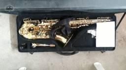 Vende-se sax tenor com 1 mês de uso semi novo