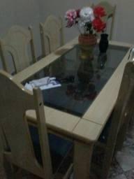 Mesa de Madeira Com Tampa de Vidro e 6 Cadeiras