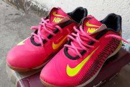 Tênis Futsal Nike d numero 39/40.