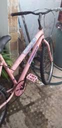 Vendo está bicicleta aro 26 por R$ 400 reais.