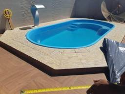 Piscina 5x2,50 já instalada com cascata naja de fibra de brinde