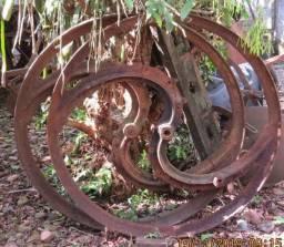 Antigas rodas de máquina de picar capim
