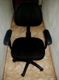 Cadeira Giratória Possui Várias Regulagens