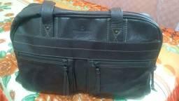 Bolsa Tomaz Rabelo de couro cor marrom café, ótima para quem quer carregar muitas coisas
