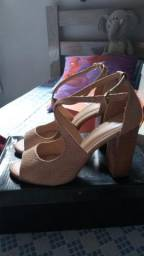 Duas sandálias lindas 80 as duas pra levar hoje aproveitem