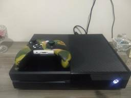 Xbox one 500 gb + 50 jogos incluso 2 controles