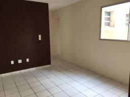 Apartamento com 3 Quartos para Alugar, 70 m² por R$ 900/Mês