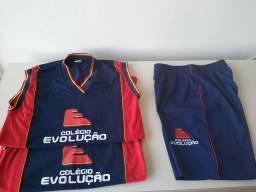 Vendo uniformes do Colégio Evolução