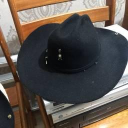 Chapéu semi novo cada R$50,