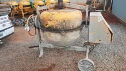 Vende-se betoneira