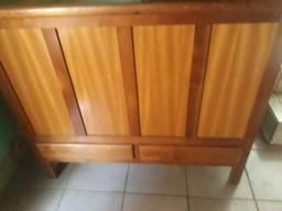 Caixa de enxoval de madeira,muito conservada!