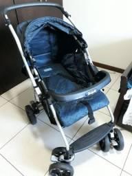 Carrinho de bebê com pouco uso