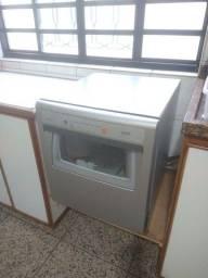 Título do anúncio: Máquina de lavar louças Brastemp Ative 8 serviços excelente estado