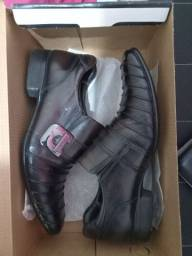 Título do anúncio: Vendo Sapato Novo Original.