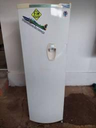 Título do anúncio: Geladeira Cônsul 280Lts com dispenser de bebidas na porta