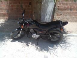 Título do anúncio: Vendo moto 125 Honda em dias sem multa