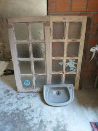 Janela e Lavatório de banheiro