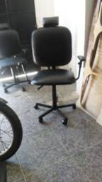 Vendo cadeira de salão semi nova