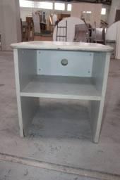 Título do anúncio: Mesa de Cabeceira com 1 prateleira / em MDP Branco 67 cm x 61 cm x 60 cm