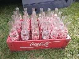 Título do anúncio: Engradado e garrafas Coca-Cola
