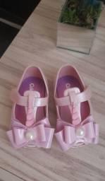 Título do anúncio: Vendo sandálias da pimpolho