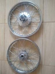 Vendo rodas de ferro com rai reforçado dianteira e de ferio a disco nova nuca foi usada