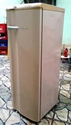 Esta em brasilia de minas, geladeira eletrolux ótimo estado,desgelo whatsap) *