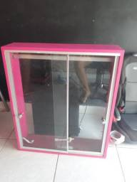 Expositor com porta de vidro