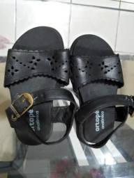Sandália escolar ortopé feminina