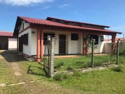 Casa em dois terrenos a 200 metros do mar no bairro Turimar
