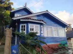 Aluga-se Casa de 03 quartos em GRAMADO Semi Mobiliada Bairro Floresta