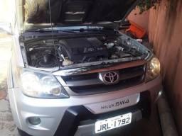 Hilux Sw4 Srv 3.0 turbo Diesel 4x4 automática.