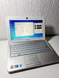 Sony Vaio Netbook Intel(R) Atom 1.67Ghz 2GB model VPCW211AX