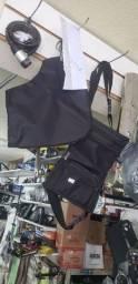 Protetor de mão e mochila de perna.