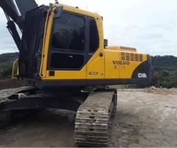 Título do anúncio: Escavadeira volvo EC240 2012