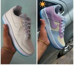 Título do anúncio: Tênis Nike Air Force Troca a cor no Sol