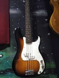 Título do anúncio: Baixo precision Bass squier